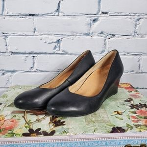 Vionic Black Leather Wedge Pumps